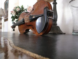 violin on side